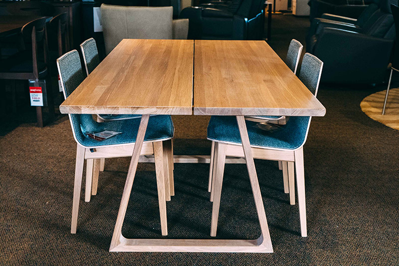 SM 105 solid oak dining table